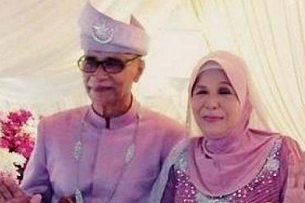 PENGANTIN VETERAN: Ruminah Sidek, 68 tahun, berseri dengan suami barunya, Al Fatah Rahim, 70 tahun.