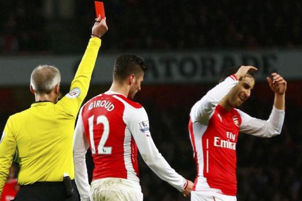 PERBUATAN SIA-SIA: Olivier Giroud menyondol kepala Nedum Onuoha, menyebabkannya terjatuh. Aksi itu mendorong pengadil memberi kad merah kepada penyerang Arsenal itu (gambar atas). – Foto-foto REUTERS
