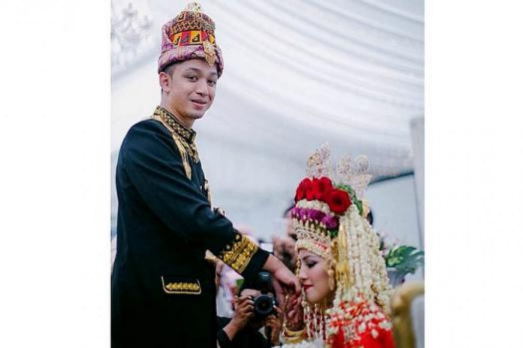 BARU NIKAH: Syarif Sleeq dan Malaque Mahdaly dalam majlis perkahwinan mereka.