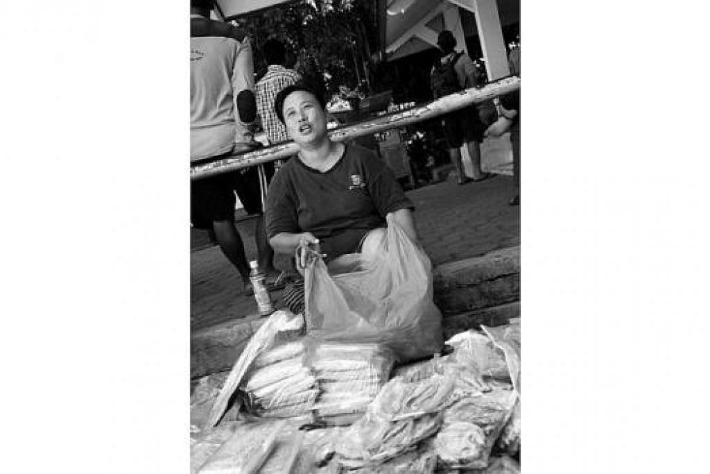 JEPARA: Selain kayu jati, wilayah itu terkenal dengan pengusahaan ikan kering seperti dendeng tenggiri, ikan patin dan lain-lain. – Foto-foto MOHD SAMAD AFANDIE
