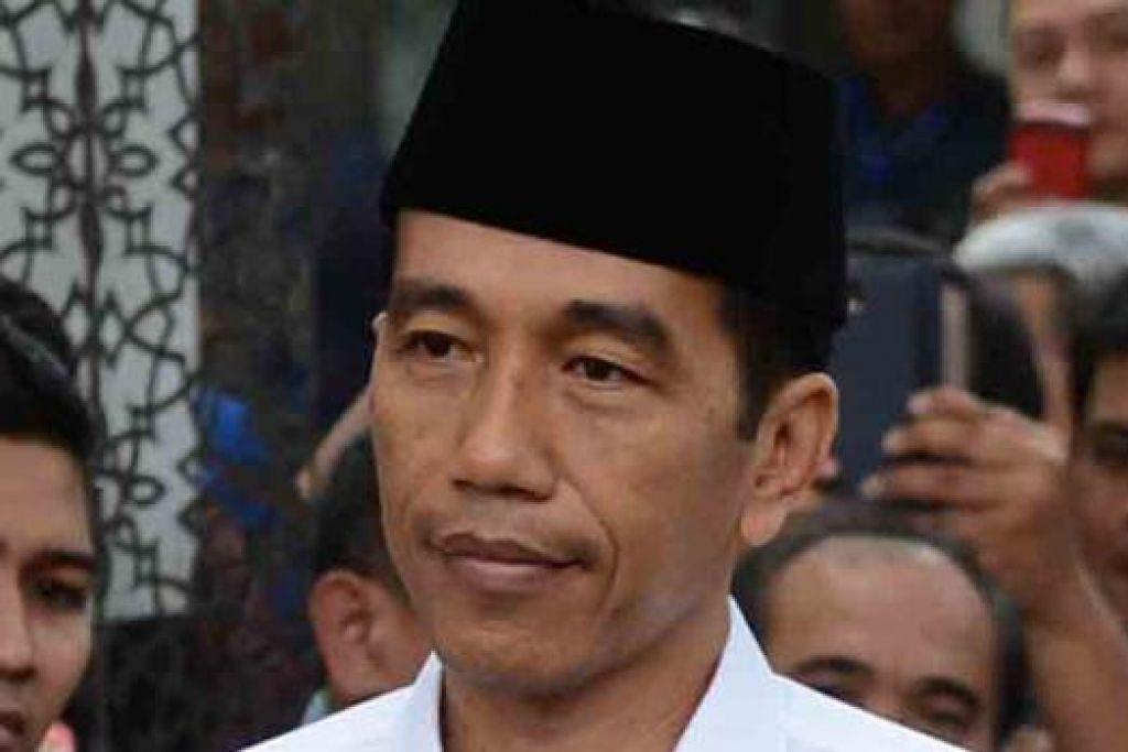"""Saya dan seluruh rakyat Indonesia, kita berdoa untuk keselamatan kru dan penumpang QZ 8501."" - Presiden Indonesia, Encik Joko Widodo sebagaimana ditukil Kompas."