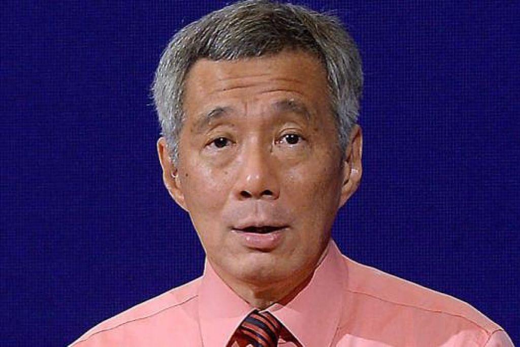 """Saya telah menghubungi Presiden Joko Widodo untuk menyampaikan rasa kebimbangan dan untuk menghulurkan bantuan... Dua pesawat pencarian RSAF (Angkatan Udara Republik Singapura) C-130 bersedia untuk dikerah. Menteri kami akan melakukan tindakan susulan."" - Perdana Menteri, Encik Lee Hsien Loong"