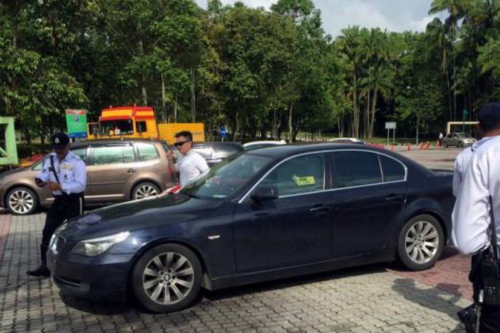 JELASKAN SAMAN SERTA-MERTA: Polis Polis Diraja Malaysia dan anggota trafik giat menjalankan operasi bagi mengesan pemandu kenderaan asing yang mempunyai sama tertunggak yang dijalankan di sekitar Johor, semalam. - Foto TV9