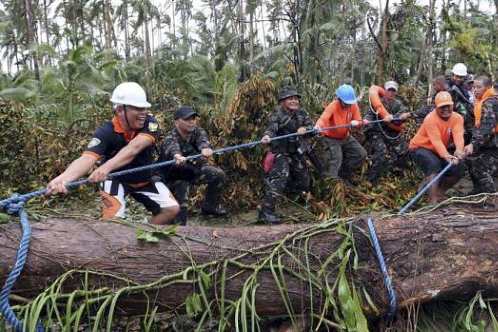 AUFAN HAGUPIT: Awal bulan ini, Taufan Hagupit menyebabkan 18 orang terbunuh selepas ia melanda tengah Filipina dengan kelajuan 210 kilometer sejam. - Foto fail
