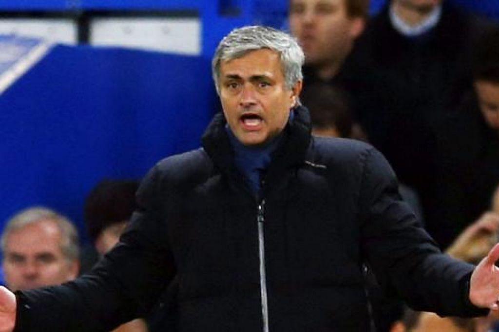 DAKWAAN BERAT: Jose Mourinho menuduh pengadil EPL 'dipengaruhi' pengurus lain. - Foto REUTERS