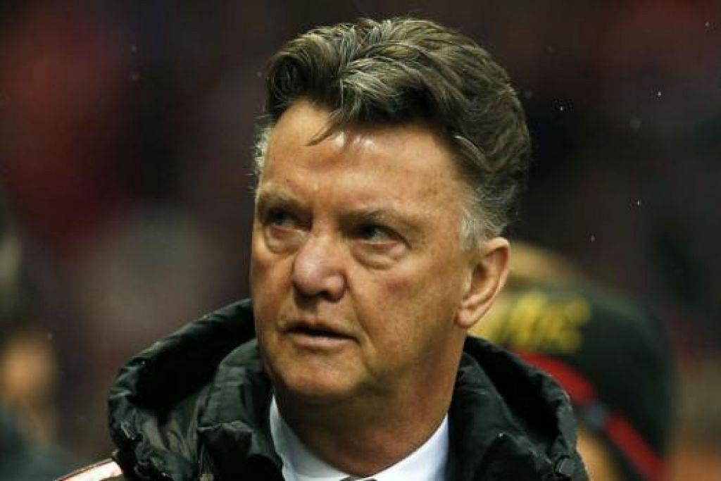TETAP YAKIN: Louis Van Gaal percaya Manchester United mampu bangkit dan bersaing untuk kejuaraan liga musim ini. - Foto REUTERS