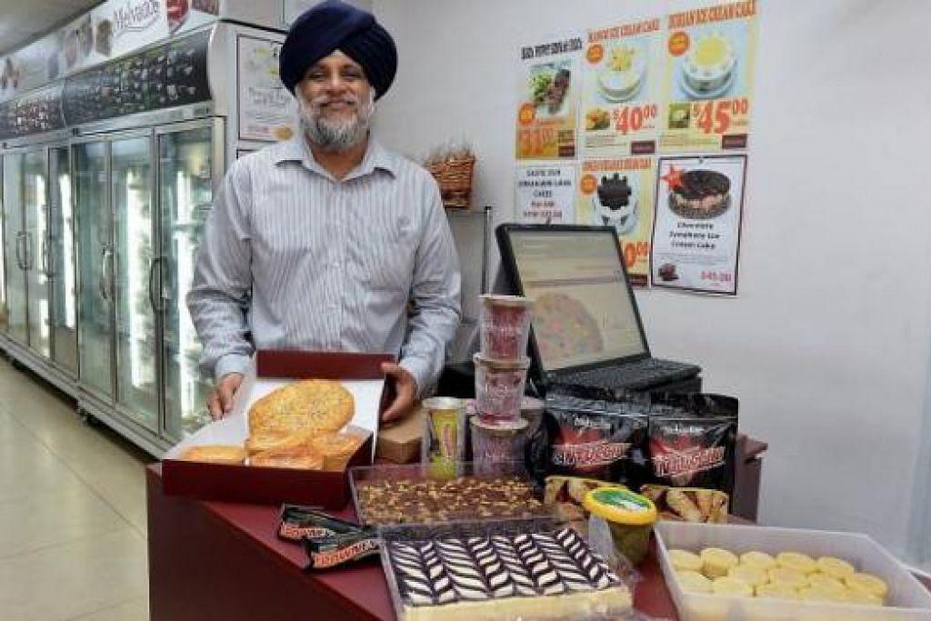 MUDAH DAN RINGKAS: Makanan sejuk beku boleh disediakan dalam tiga langkah mudah - nyahkan sejuk beku, panaskan dalam ketuhar dan makan - menurut salah seorang pemilik Melvados, Encik Manmeet P.Singh. - Foto-foto M.O. SALLEH