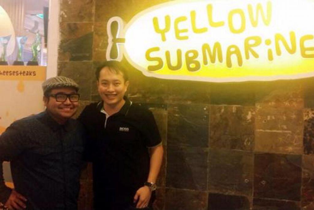 SAMBUTAN HANGAT: Cef Mel bersama pemilik Yellow Submarines, Encik Andy Hoon, di restoran yang menawarkan pelbagai makanan segera. - Foto YELLOW SUBMARINES