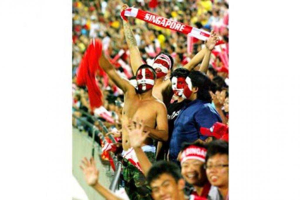 INI 'RUMAH' KITA: Setelah dua perlawanan raptai yang diadakan semata-mata atas sebab kewangan, akhirnya malam ini pasukan negara dan penyokong bola sepak setempat menuntut tempat mereka sebagai pemilik Stadium Negara sejati.
