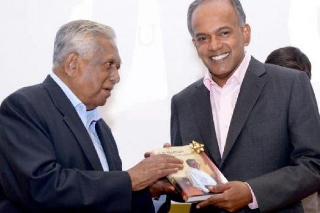 KONGSI PENGALAMAN: Encik S R Nathan menghadiah bukunya kepada Encik Shanmugam (kanan). - Foto-foto THE STRAITS TIMES