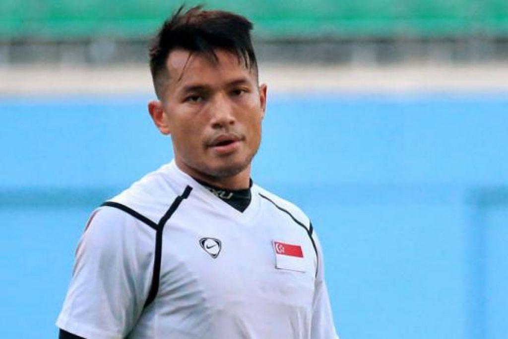 IMPIAN JADI REALITI: Penjaga gawang nasional Hassan Sunny berharap dapat membawa bersama anak-anak dan isteri ke Bangkok selepas menerima kontrak yang ditawarkan kelab Liga Perdana Thailand Army United. - Foto fail.