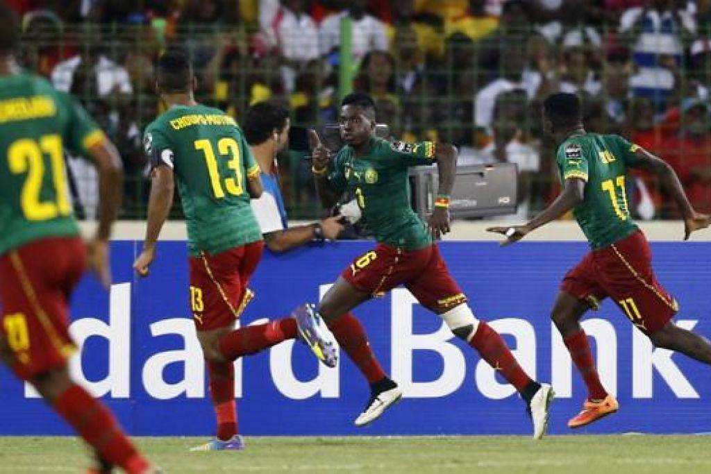 PENYELAMAT CAMEROON: Ambroise Oyongo (dua dari kanan), yang dikejar rakan-rakannya, meraikan gol penyamaan pasukannya ketika menentang Mali dalam kejuaraan Piala Negara-Negara Afrika di Malabo kelmarin. - Foto REUTERS