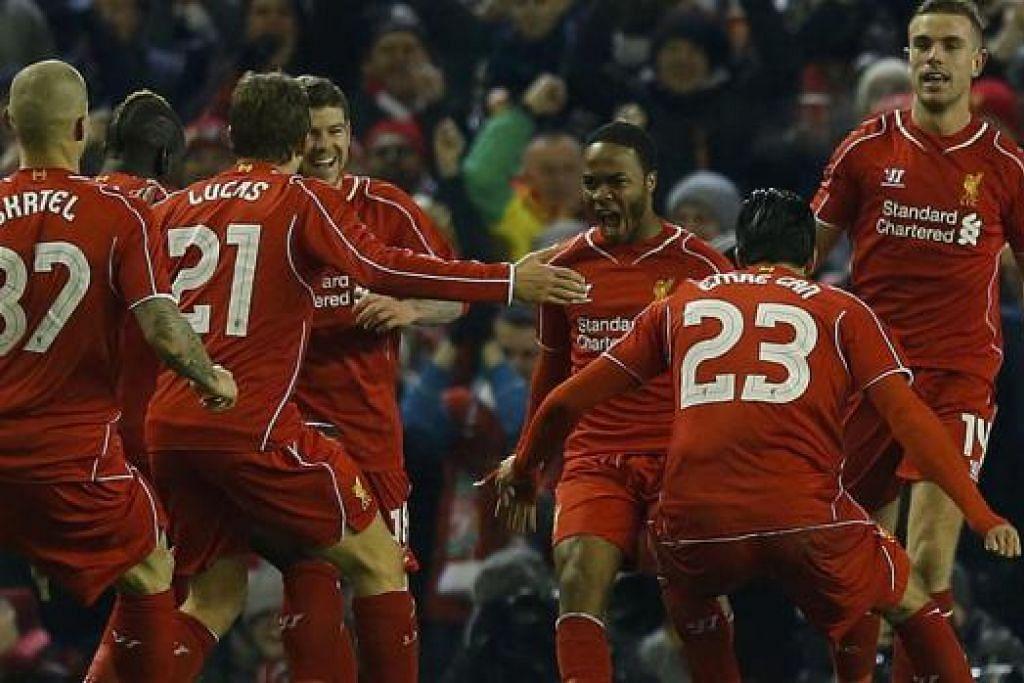 GENERASI BARU: Pemain muda seperti Raheem Sterling (dua dari kanan) mewakili kumpulan pemain pelapis yang bakal menjadi tunggak Liverpool pada masa depan, tetapi Steven Gerrard membuktikan beliau juga masih boleh memainkan peranan penting bagi kelab Anfield itu. - Foto REUTERS
