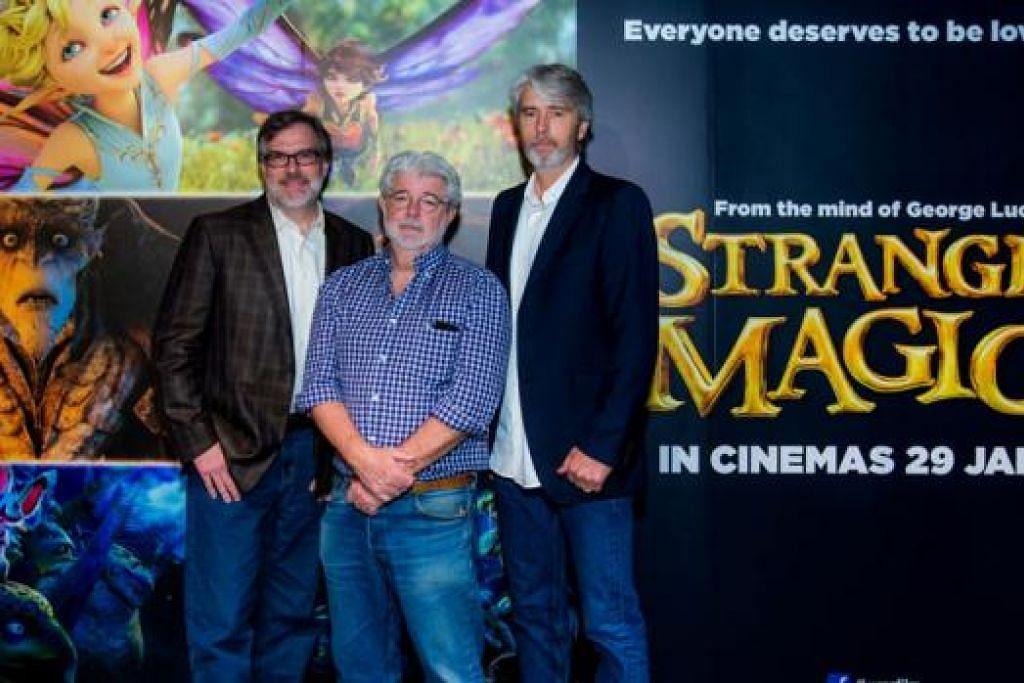KERJASAMA TIGA SEKAWAN: Penerbit eksekutif Strange Magic, George Lucas (tengah), merealisasikan impiannya menghasilkan filem animasi cinta tidak kenal rupa dengan bantuan pengarah, Gary Rydstrom (kiri) dan penerbit, Mark S. Miller. - Foto WALT DISNEY STUDIOS