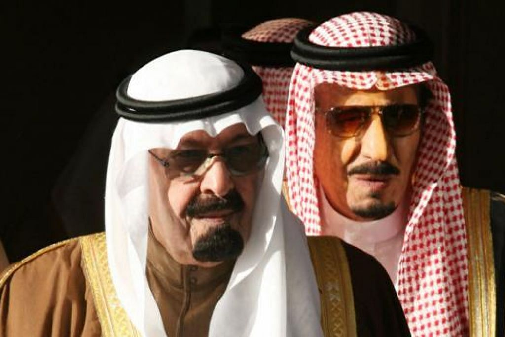 PEWARIS: Daripada Raja Abdullah (depan) kepada Raja Salman (belakang) dan Putera Mahkota Muqrin, keluarga Ibn Saud masih teguh berkuasa di sebalik gejolak yang meluas di Dunia Arab. - Foto AFP