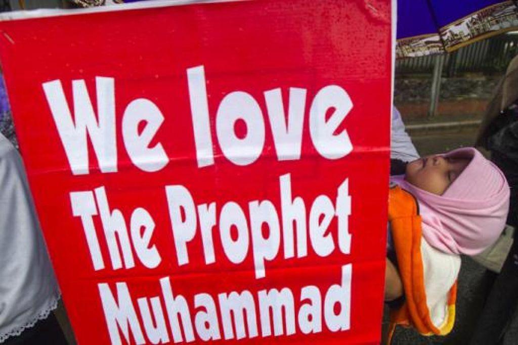 BALAS KEJAHATAN DENGAN KEBAIKAN: Umat Islam perlu terus menunjukkan kesucian agama dan kemurnian akhlak yang akan merubah persepsi agama kita di kaca mata dunia. - Foto REUTERS