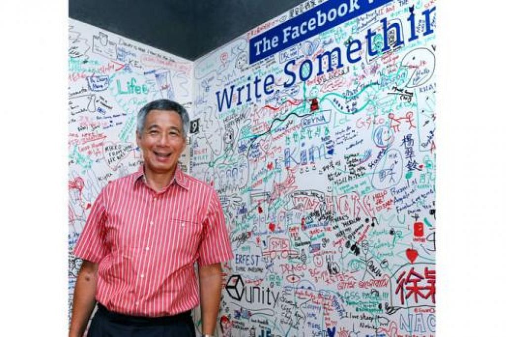 PELUANG TANYA PEMIMPIN: Encik Lee mendedahkan juadah Melayu kegemarannya ialah asam pedas dan ondeh-ondeh. – Foto MCI