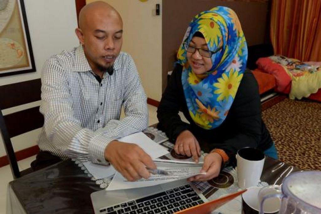 LABUR DEMI SELESA APABILA BERSARA: Encik Zaid memberikan panduan kepada Cik Azlinah Ismail mengenai strategi melabur dengan bijak. - Foto TUKIMAN WARJI
