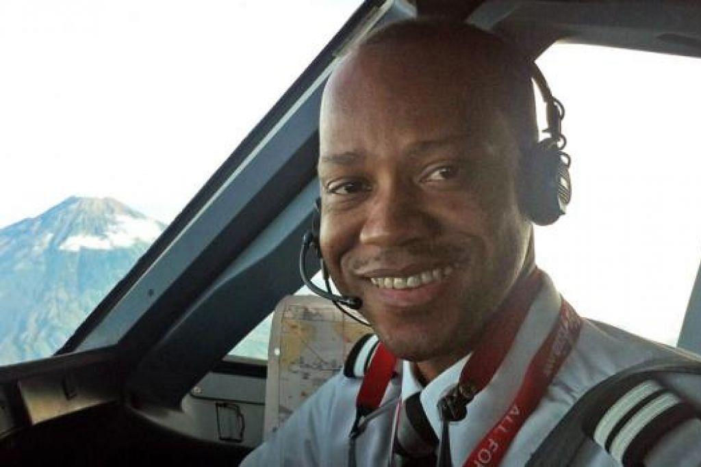 PEMBANTU JURUTERBANG: Encik Remi Emmanuel Plesel dari Perancis telah mencatatkan 2,275 jam masa penerbangan. - Foto AFP
