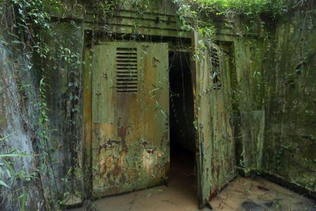 DIBUKA KEPADA ORANG RAMAI: Pintu masuk kubu terakhir dari Depot Senjata dari Pangkalan Tentera Laut British yang terletak di Attap Valley, Woodlands. - Foto-foto THE STRAITS TIMES