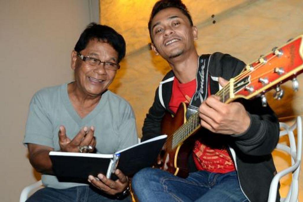 KELUARGA MUZIK: Seluruh keluarga R. Ismail dan anak-anaknya, termasuk Eiss, sememangnya minat dengan muzik. - Foto JOHARI RAHMAT