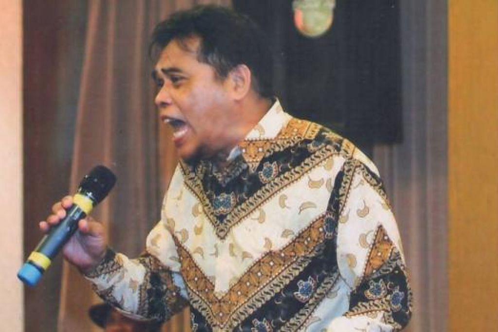 BERTAHAN: Yusman Omar dalam keadaan sakit masih meneruskan nyanyian dan menghasilkan album bersama penyanyi muda, Wawan. - Foto KARIM ISKANDAR