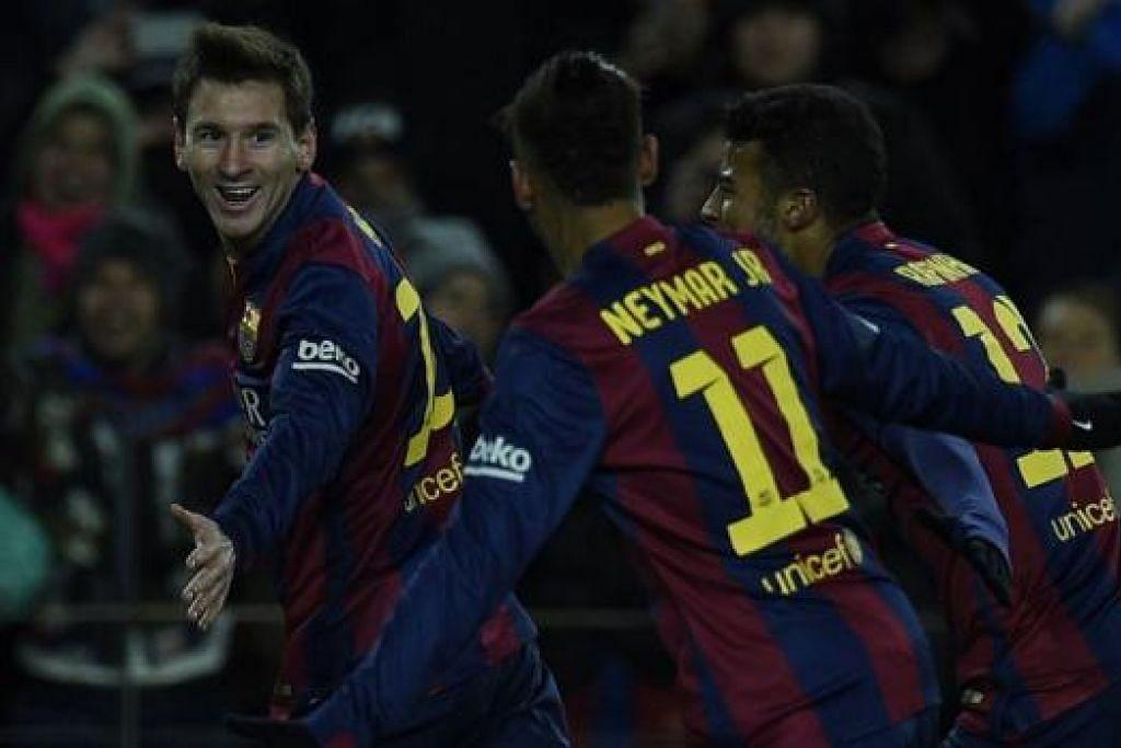 SENTUHAN MESSI: Penyerang antarabangsa Argentina, Lionel Messi (kiri), sekali lagi menyumbang gol kemenangan Barcelona dengan menundukkan Villarreal 3-2 di Stadium Camp Nou kelmarin. - Foto AFP