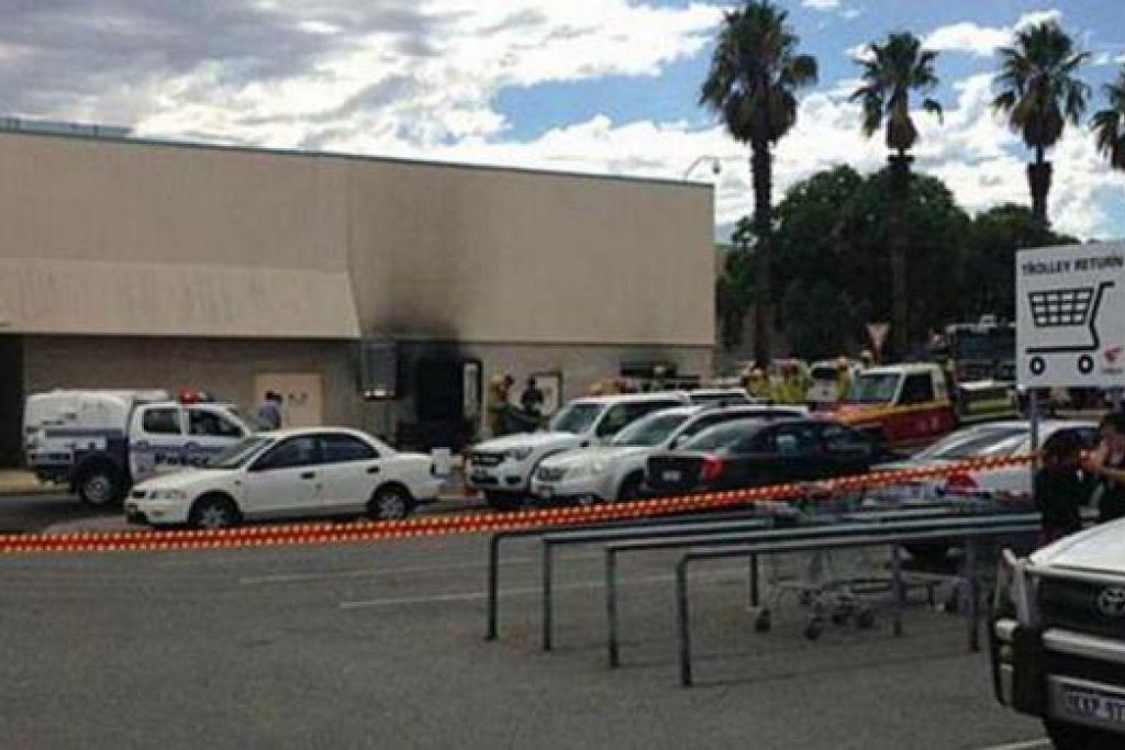 AKIBAT TRANSFORMER ROSAK: Dipercayai letupan di Morley Galleria di timur laut Perth disebabkan oleh transformer elektrik yang rosak. - Foto 9NEWS