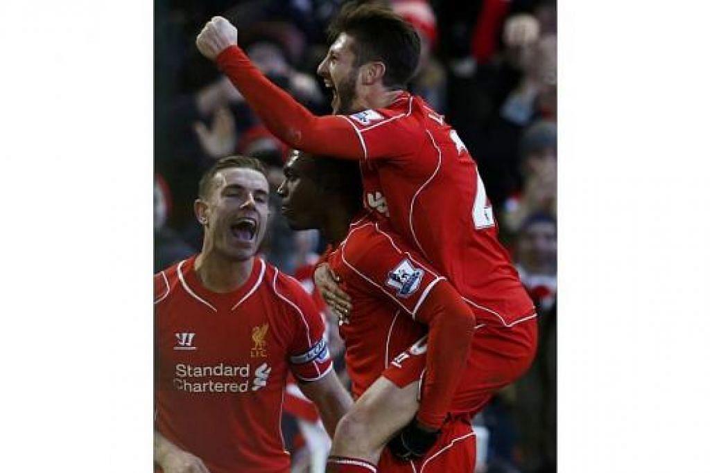 JARING GOL DALAM PENAMPILAN PERTAMA: Meskipun baru pulih daripada kecederaan jangka panjang, Daniel Sturridge (tengah) masih mampu menunjukkan betapa penting pengaruhnya dalam perjuangan Liverpool apabila beliau menjaringkan salah satu gol ketika menewaskan West Ham United Sabtu lalu. - Foto REUTERS