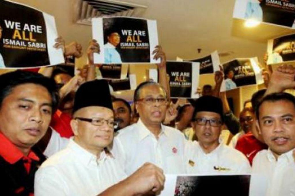 TERUS DIBERI SOKONGAN: Datuk Seri Ismail Sabri Yaakob diberi sokongan oleh ketua Umno bahagian seluruh negara semasa pertemuan di Putrajaya. - Foto NSTP