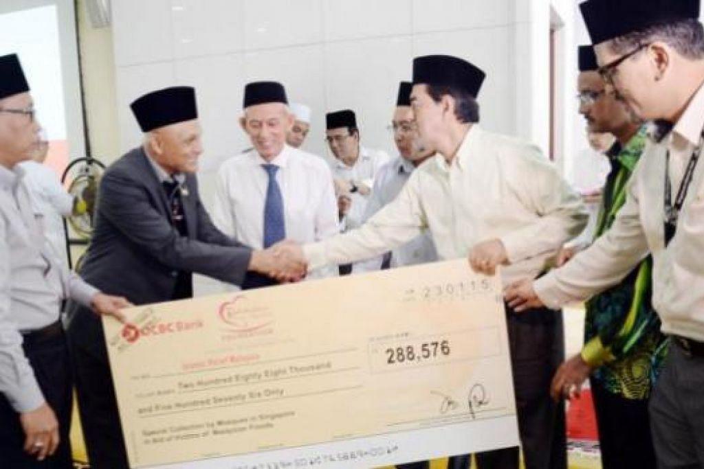 SERING HULUR BANTUAN: Muslim Singapura, selain memberi bantuan kepada sesama warga Singapura, juga sering menghulurkan bantuan kepada golongan yang memerlukan termasuk mangsa bencana alam dan peperangan. - Foto hiasan