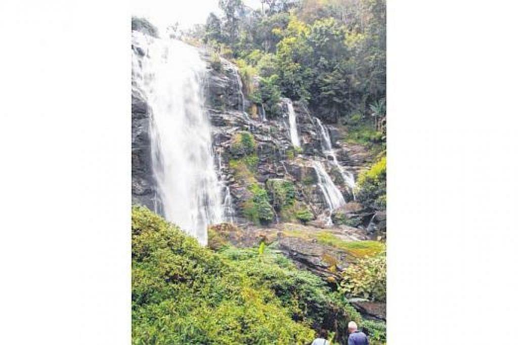 TERSERGAM INDAH: Pengunjung tidak dibenarkan bermandi-manda di Air Terjun Wachirathan dalam Taman Negara Doi Inthanon, daerah Mae Chaem, atas sebab-sebab keselamatan. Nikmati pemandangan air yang mencurah dan hayati sekitarannya yang tenang lagi menyenangkan.