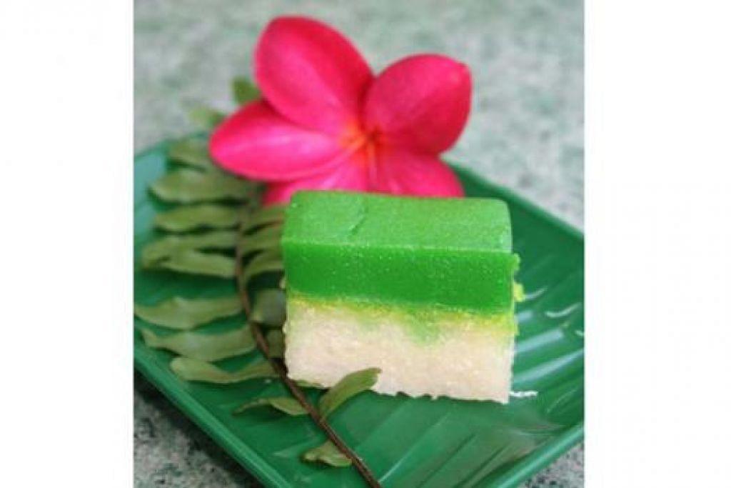 PUTERI SALAT: Antara kuih tradisional Melayu yang masih diingat dan diminati.