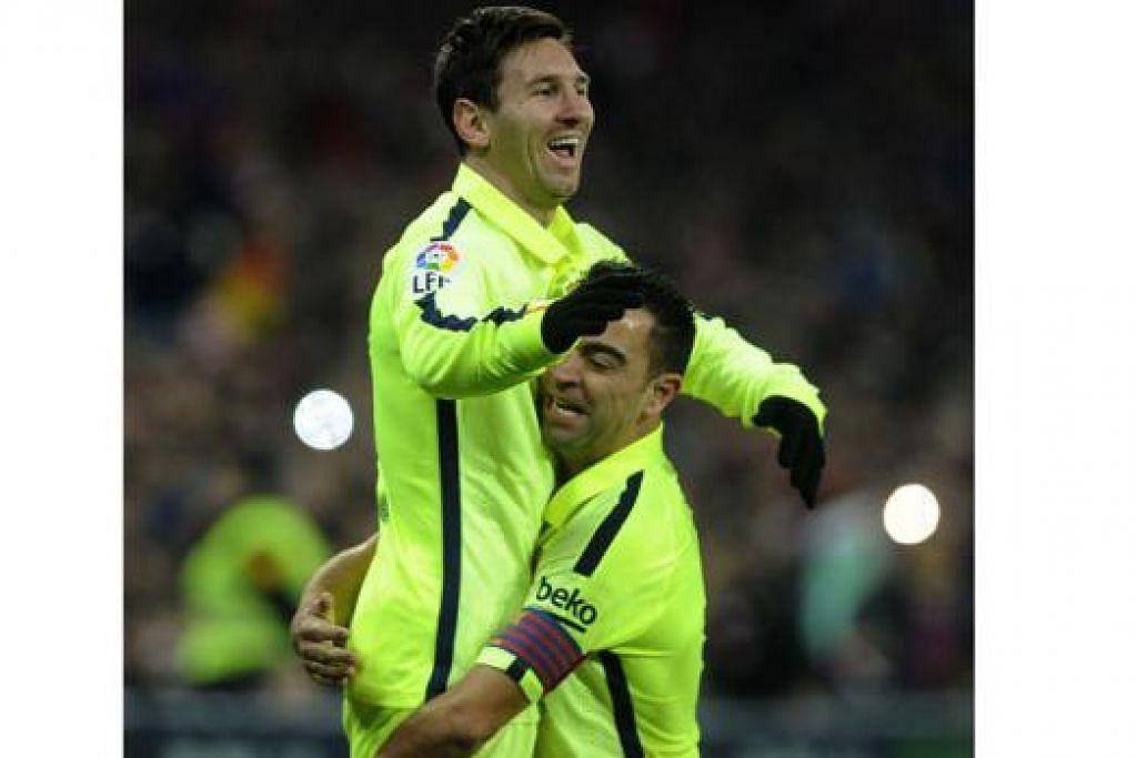 KEBANGGAAN RAKAN: Bintang Argentina Lionel Messi didukung Xavi Hernandez selepas menjaringkan salah satu gol bagi membantu Barcelona mengalahkan Athletic Bilbao. - Foto AFP
