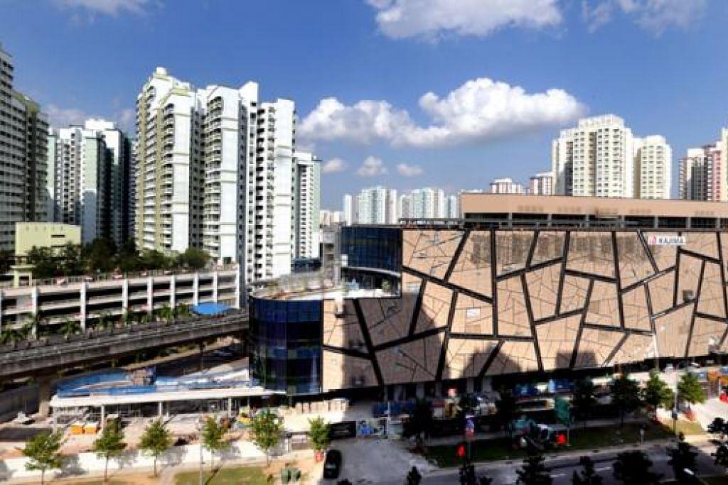 KEMUDAHAN BELI-BELAH: Pusat beli-belah Seletar Mall yang baru ini menawarkan kemudahan kepada penduduk Sengkang. - Foto fail THE STRAITS TIMES