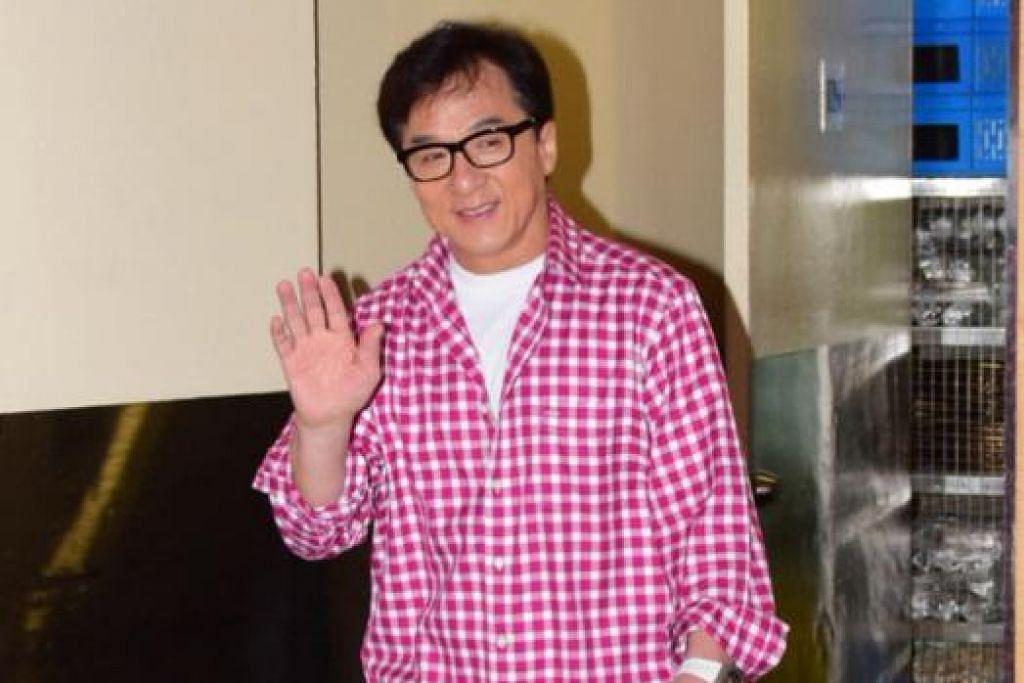 DARI PADANG PASIR GOBI KE SINGAPURA: Datuk Jackie Chan teruja membawa filem terkininya, Dragon Blade yang menjalani penggambaran di Padang Pasir Gobi, Mongolia, buat tatapan pencinta filem Singapura. - Foto LIANHE WANBAO