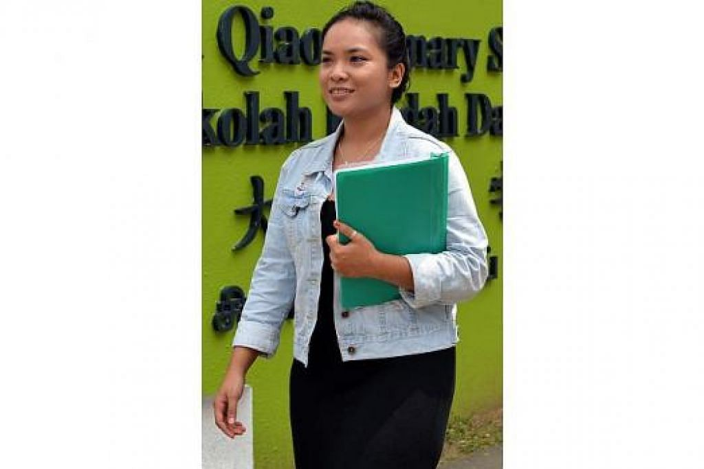 TIDAK KENAL ERTI PENAT: Hidup susah mendorong Cik Nur Arifah Kasron membanting tulang bagi menampung kos varsiti sendiri. – Foto M.O. SALLEH