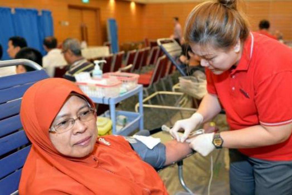 TIDAK TAKUT: Cik Juita Sanwan yang kerap menderma darah sejak 10 tahun lalu menggalakkan lebih ramai tampil kerana selain dapat membantu orang lain, penderma juga dapat meraih manfaat. - Foto M.O. SALLEH