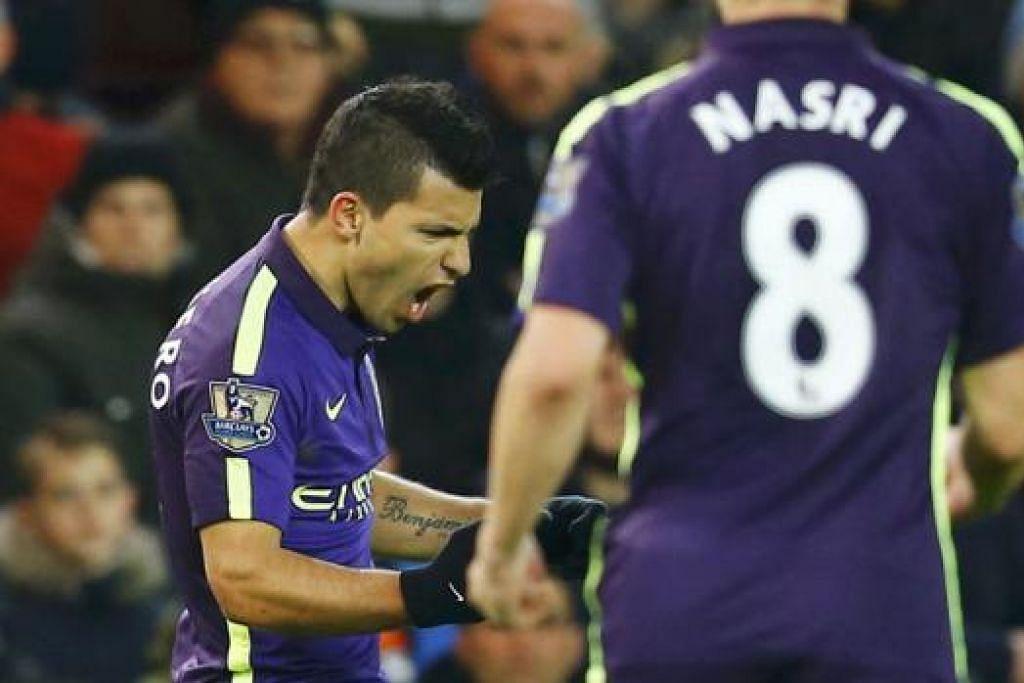 KEMBALI BERBISA: Penyerang Manchester City, Sergio Aguero (kiri), meraikan golnya, sekali gus membantu pasukannya menamatkan kemarau tanpa kemenangan semasa menewaskan Stoke City dinihari semalam. - Foto REUTERS