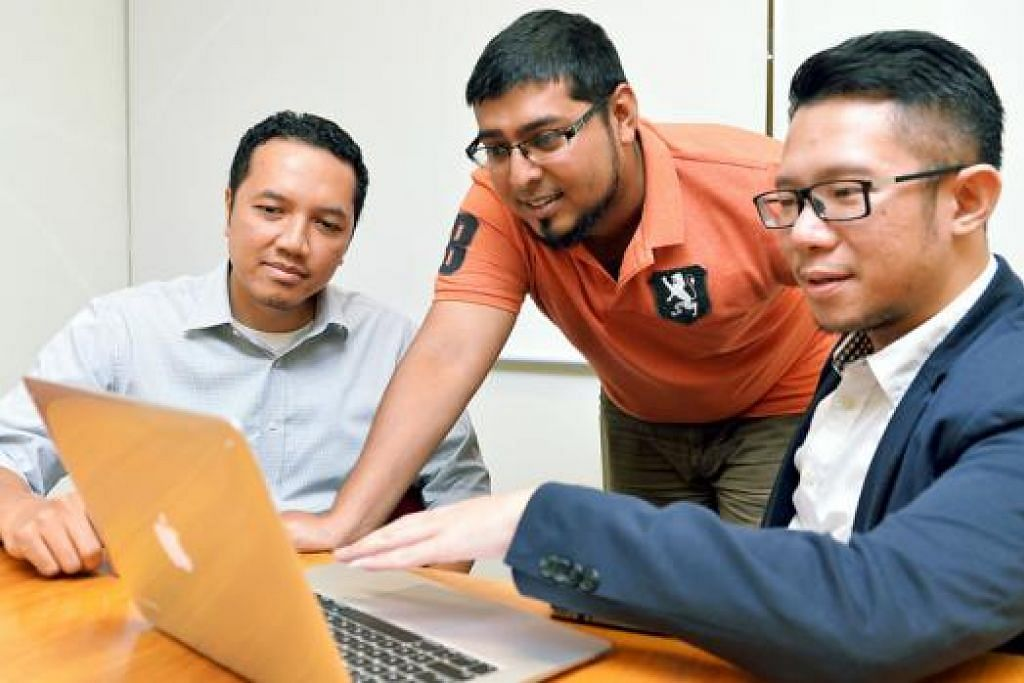 TAWAR CROWDFUNDING: (Dari kanan) Encik Ronald, Encik Umar dan Encik Erly bekerja rapat untuk memilih peluang pelaburan yang berpotensi dan halal untuk diterokai para anggota Kelab Ethis. - Foto KHALID BABA