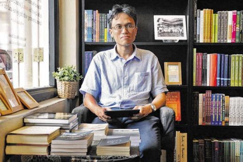 RAKAM SUMBANGAN MMO: Encik Ibrahim Tahir merupakan penyunting dan pengkaji buku yang akan merakamkan sumbangan badan Melayu/Islam (MMO) membangunkan masyarakat dari dahulu. - Foto JOHARI RAHMAT