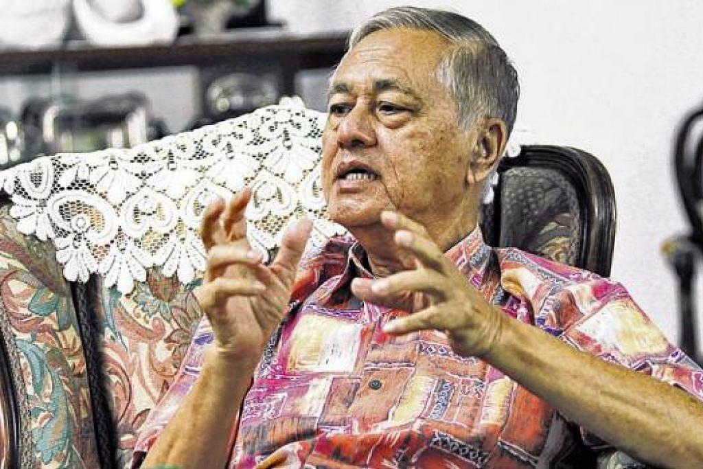 TERPANGGIL UNTUK MENYUMBANG: Pak Wan memikirkan idea menghasilkan buku bagi mendokumentasikan sumbangan MMO sejak dahulu bersama beberapa MMO lain sebagai hadiah sempena sambutan ulang tahun Singapura yang ke-50. - Foto KHALID BABA