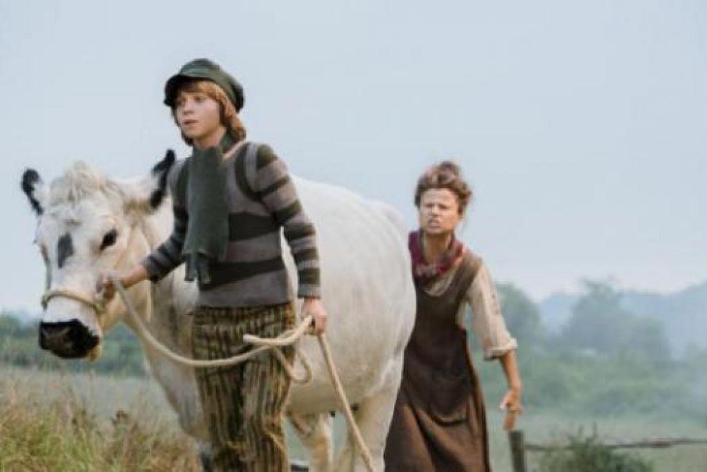BOLEH MEMEGANG APA JUA WATAK: Tracey Ullman (kanan), yang memainkan watak ibu kepada Daniel Huttlestone dalam filem 'Jack and the Beanstalk', tidak kisah apa jua peranan yang perlu dilakonkannya. - WALT DISNEY PICTURES