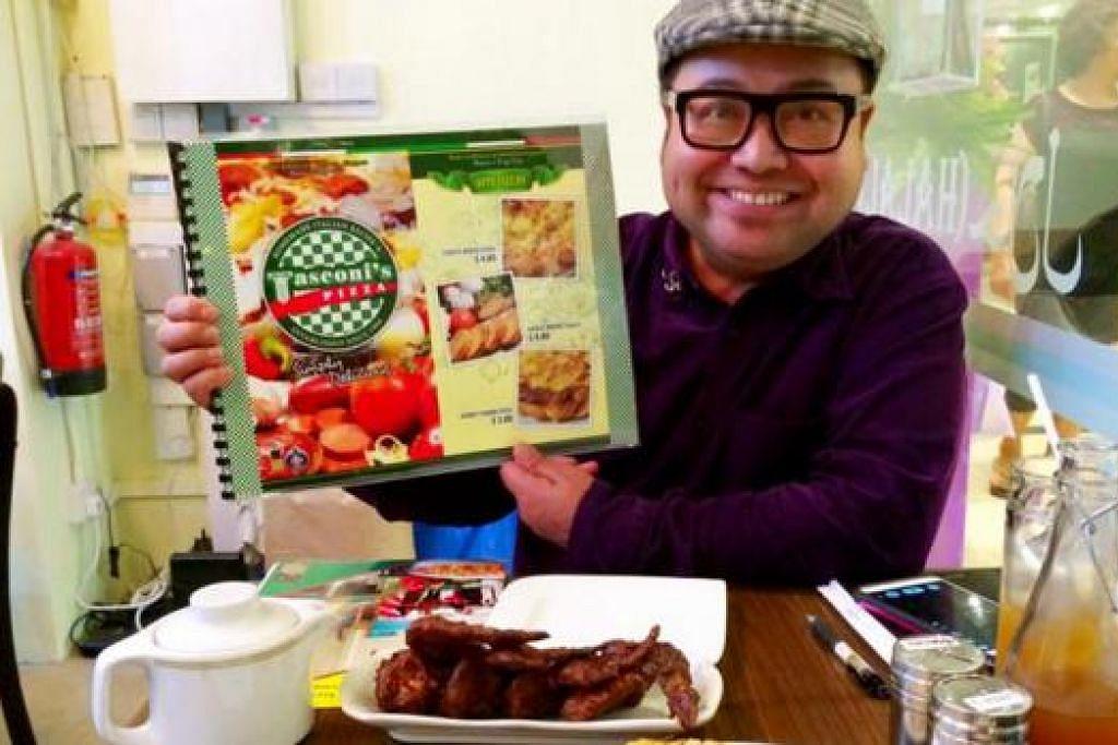 KHIDMAT PENGHANTARAN: Restoran Tasconi's Pizza hanya boleh memuatkan 12 pelanggan sahaja dan perniagaannya banyak bergantung pada khidmat penghantaran. Namun, pengiriman hanya dibuat di kawasan timur seperti Bedok, Tampines, Pasir Ris, Simei dan Changi Business Park. - Foto-foto TASCONI'S PIZZA