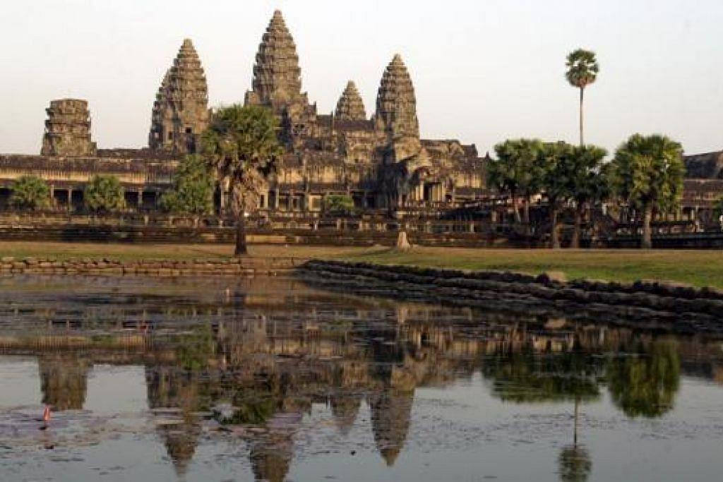 KUIL TERKENAL DUNIA: Angkor Wat memang tempat yang mesti dikunjungi pelancong ketika berada di Siem Reap, Kemboja. - Foto fail
