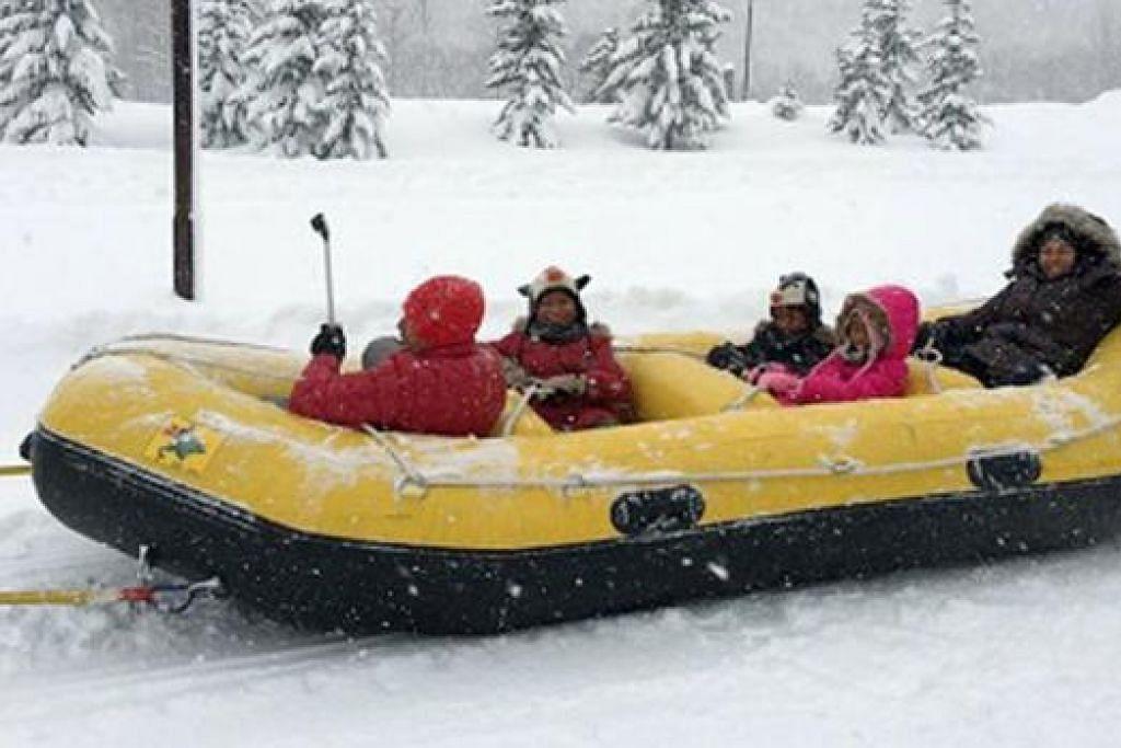 SUKAN SALJI: Penulis sekeluarga berpeluang mencuba sukan rakit salji ('snow rafting') di Kiroro Snow Resort, Sapporo. - Foto ihsan ABDUL KADIR SALEH