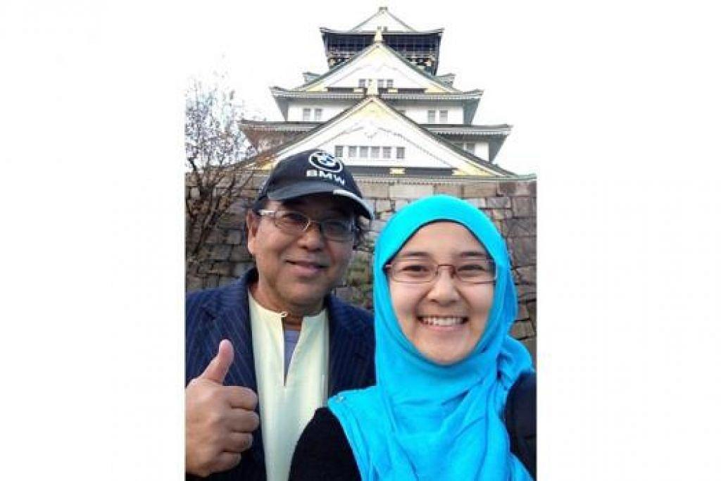 SENI BINA INDAH: Penulis dan anaknya Nur Atiqa merakam gambar kenangan di Istana Osaka. - Foto ihsan ABDUL KADIR SALEH