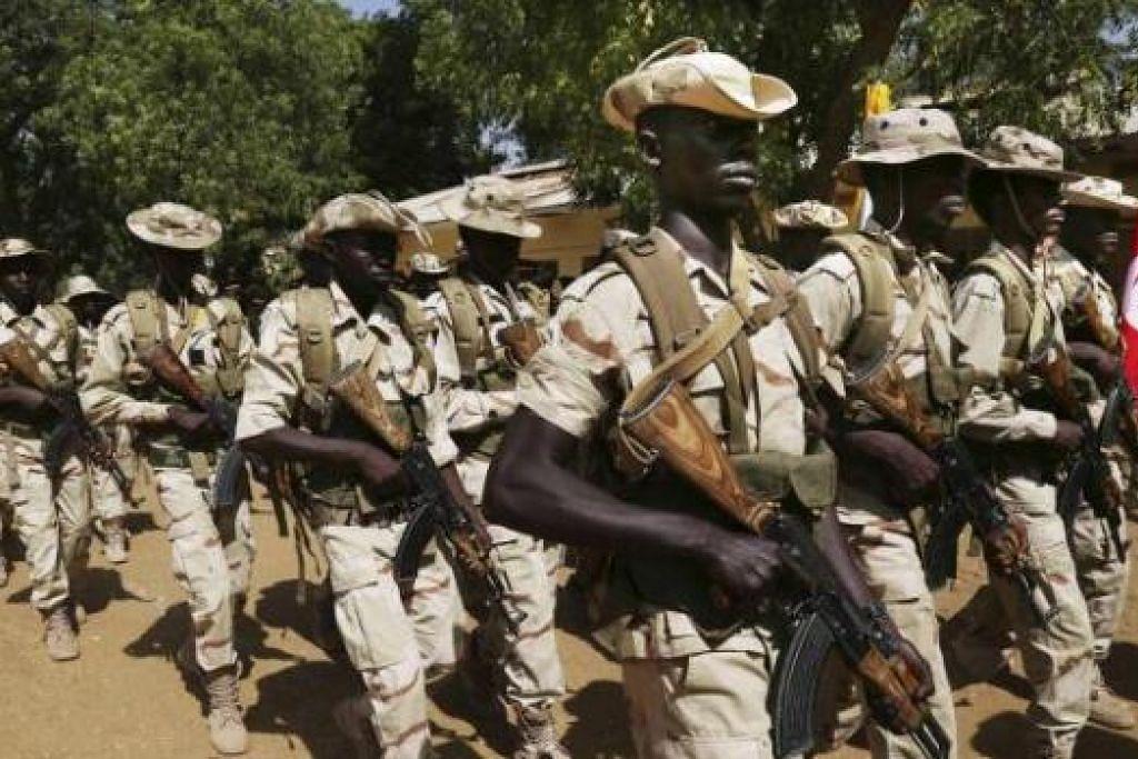 PERANGI BOKO HARAM: Askar Chad menyertai latihan tentera yang dianjurkan tentera Amerika Syarikat. Chad dan tiga negara Afrika lain kini sedang menyiapkan pasukan bertindak bagi memerangi Boko Haram. - Foto REUTERS