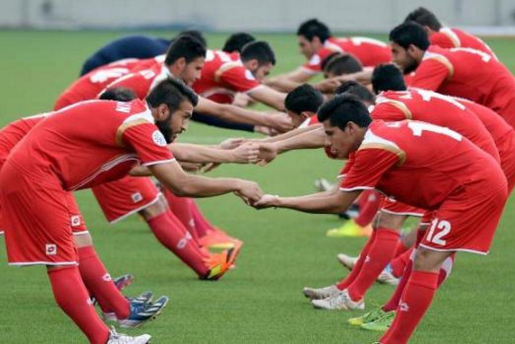 BUKAN YANG TERBAIK: Skuad Bawah 23 Tahun Syria yang berada di Singapura tidak termasuk 10 pemain utama yang terikat dengan kelab masing-masing. Kehadiran mereka nanti dijangka memperkuatkan lagi pasukan itu yang bersiap-siap menghadapi Kelayakan Piala AFC bulan depan. - Foto-foto ZAINAL YAHYA