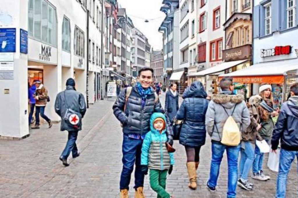 RAKAM GAMBAR KENANGAN: Penulis (tengah) bersama Timothy C di pusat membeli-belah Freie Strasse, Basel, Switzerland. - Foto-foto ihsan ZAKI ZULFAKAR NOORDIN